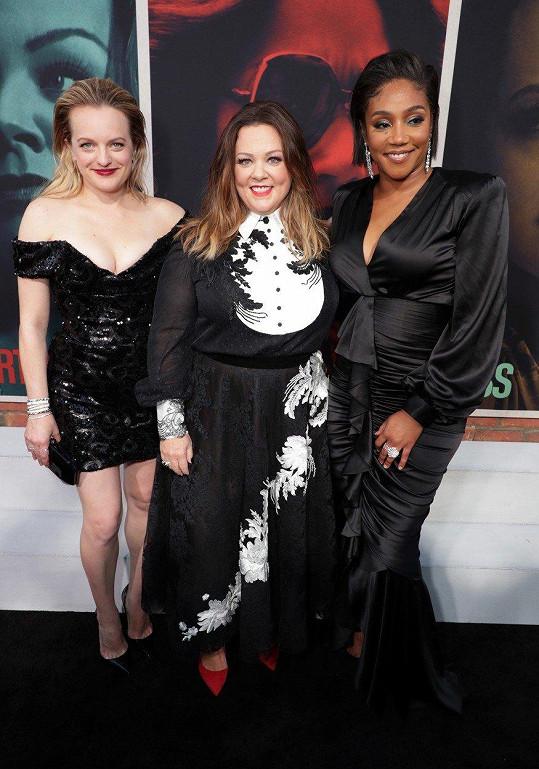 V novém filmu The Kitchen hraje vedle Melissy McCarthy (uprostřed) a Tiffany Haddish.
