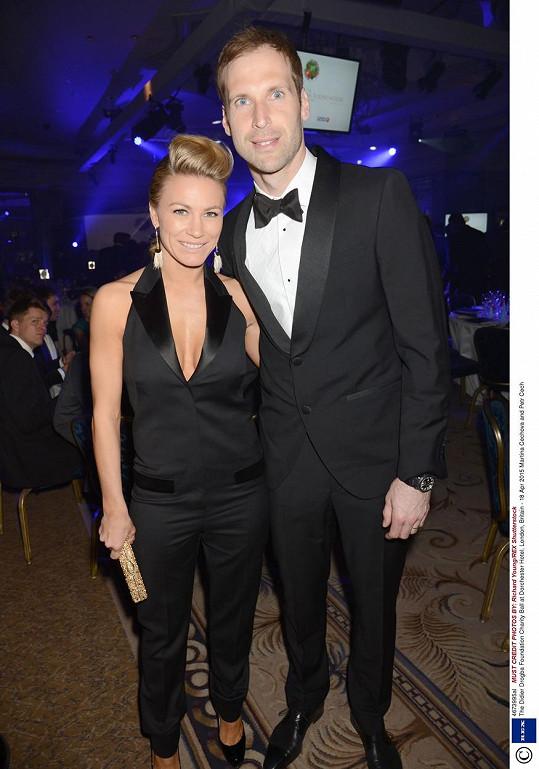 Petr Čech a jeho manželka Martina byli nejkrásnějším párem charitativního plesu fotbalisty Didiera Drogby.