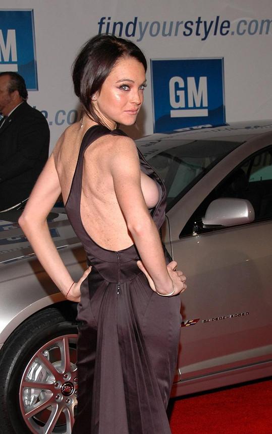 Lindsay vždy ráda provokovala róbami bez spodního prádla.
