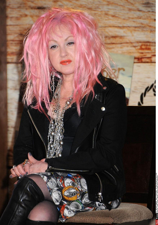 Před dvěma týdny Cyndi Lauper v Nashvillu ohlásila country album Detour.