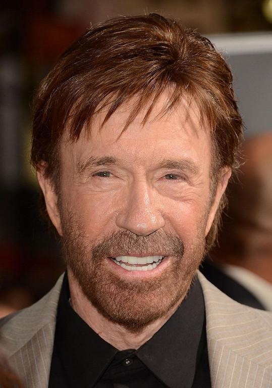 Chuck Norris popřel účast před Kapitolem v době nepokojů.