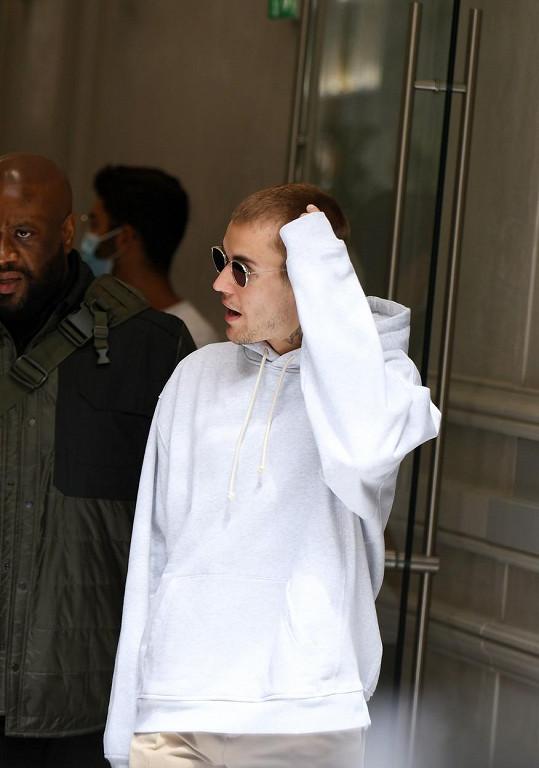 Justin Bieber je v centru pozornosti, kamkoli se hne.