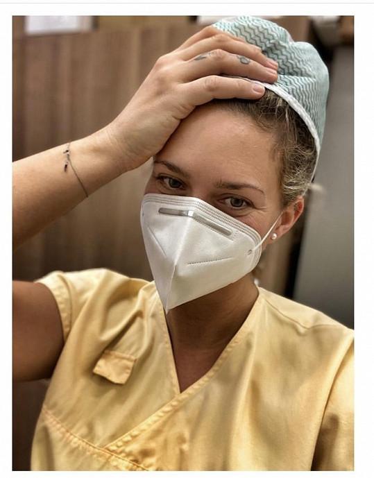 Katka nastoupila jako pomocná síla v pražské nemocnici.