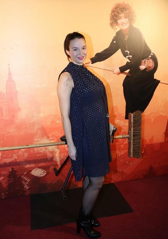 Berenika Kohoutová na premiéře hry Saxana.