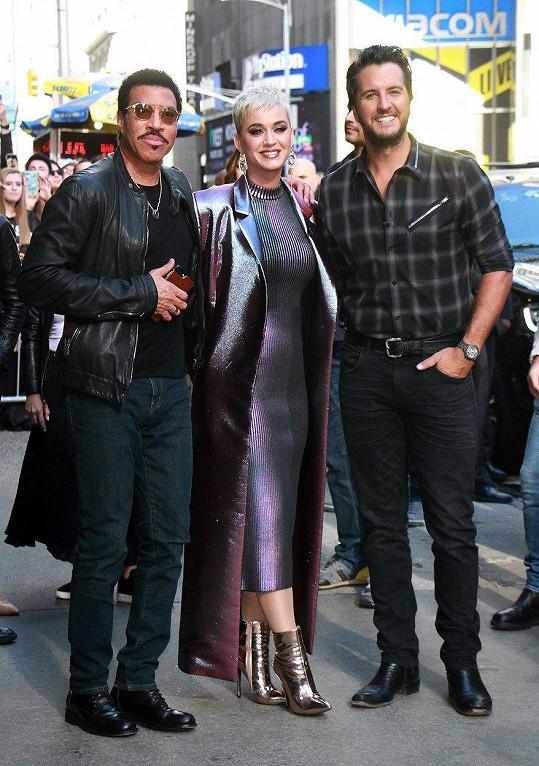 Lionel Richie spolu s Katy Perry a Lukem Bryanem propagovali novou sérii televizní soutěže American Idol. Do smíchu mu ale moc nebylo.