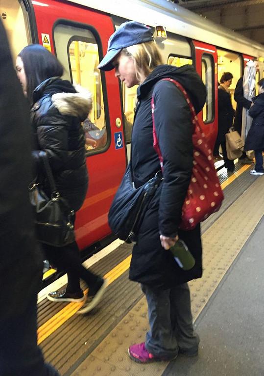 Renée v londýnském metru splynula s davem.