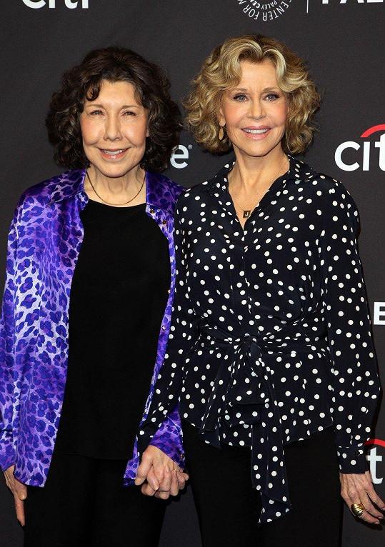 Lily Tomlin (vlevo) a Jane Fonda na tiskové konferenci v Los Angeles