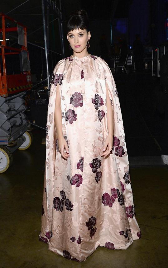 Katy Perry vzdala hold skupině Beatles v těchto šatech...