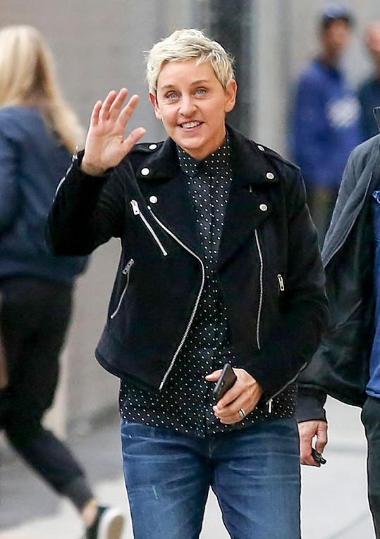 """""""Nemáme manželské potíže. Nebydlím s Courteney Cox, protože mě žena vykopla z domu,"""" řekla DeGeneres ve své show."""