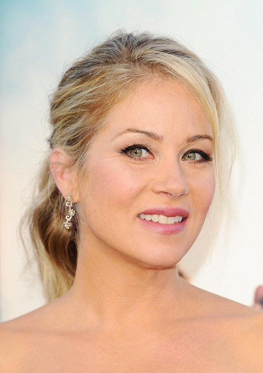Christina Applegate vypadá po čtyřicítce fantasticky.