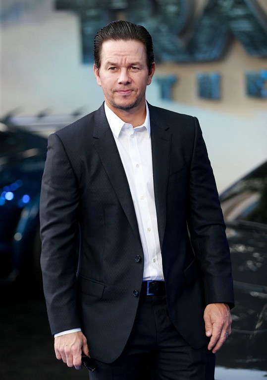 Na třetím místě se s 1 286 730 000 korunami umístil herec a producent Mark Wahlberg.