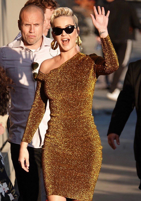 Katy Perry září jako sluníčko.