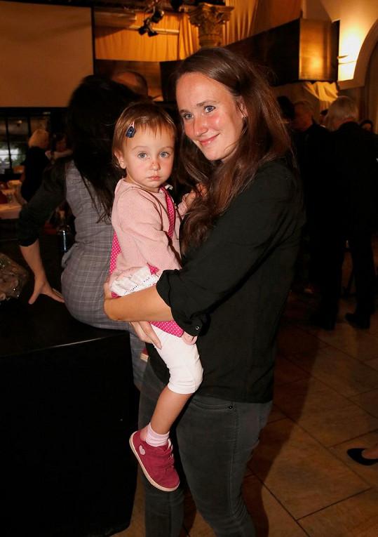 Umělkyně svou dvouletou dceru ukázala na veřejnosti poprvé.