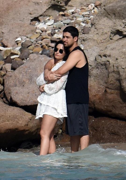 Demi chodí už pět let s hercem Wilmerem Valderramou.