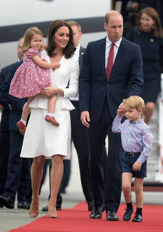 Britská královská rodina přistála ve Varšavě.