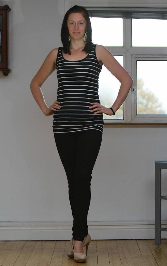 Angličanka je nadšená, že konečně může nosit moderní oblečení.