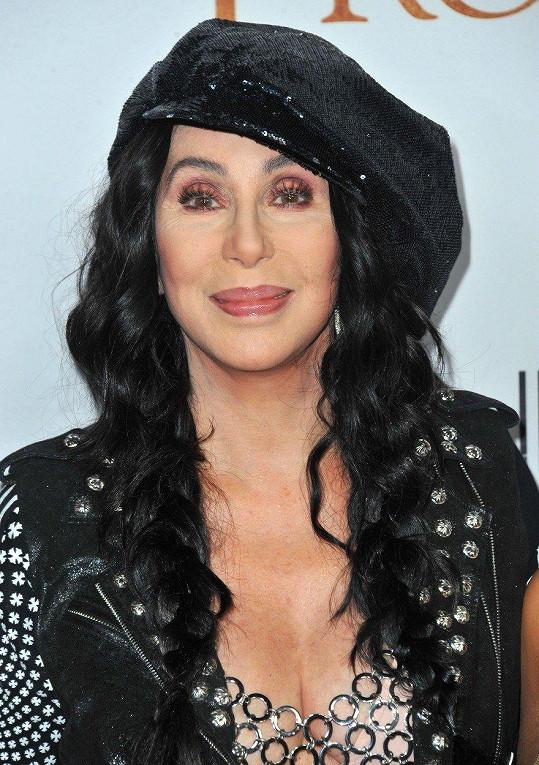 Cher se pyšní konstantním mladistvým vzhledem.