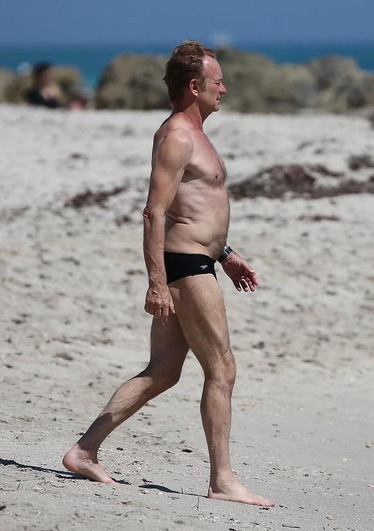Zpěvák na pláži v Miami
