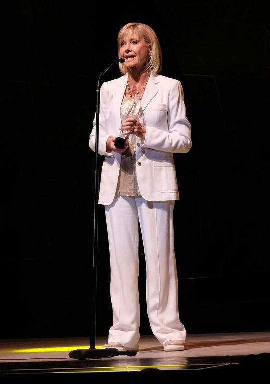 Newton-John vystoupila na konferenci, kde hovořila o léčbě rakoviny, s níž už potřetí svádí boj.