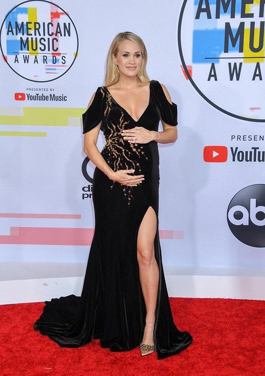 Po třech potratech se Carrie Underwood dočkala druhého syna.