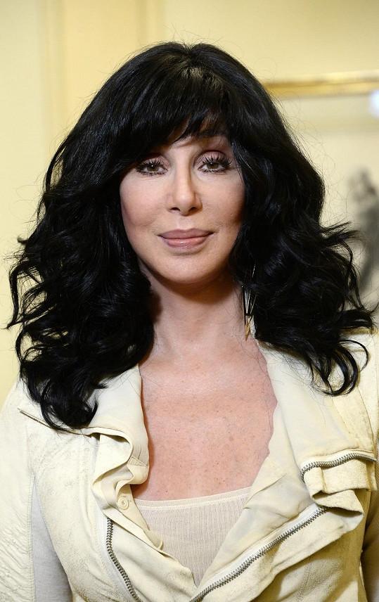 Upravená verze zpěvačky Cher z loňské návštěvy Paříže