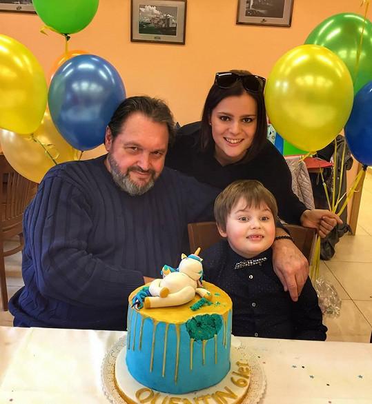 Quentin oslavil 6. narozeniny s rodiči Ornellou a Pepou.
