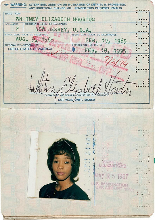 Zpěvaččin první cestovní pas