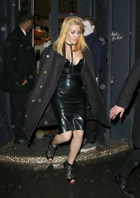 Ellie Goulding opět jako blondýnka