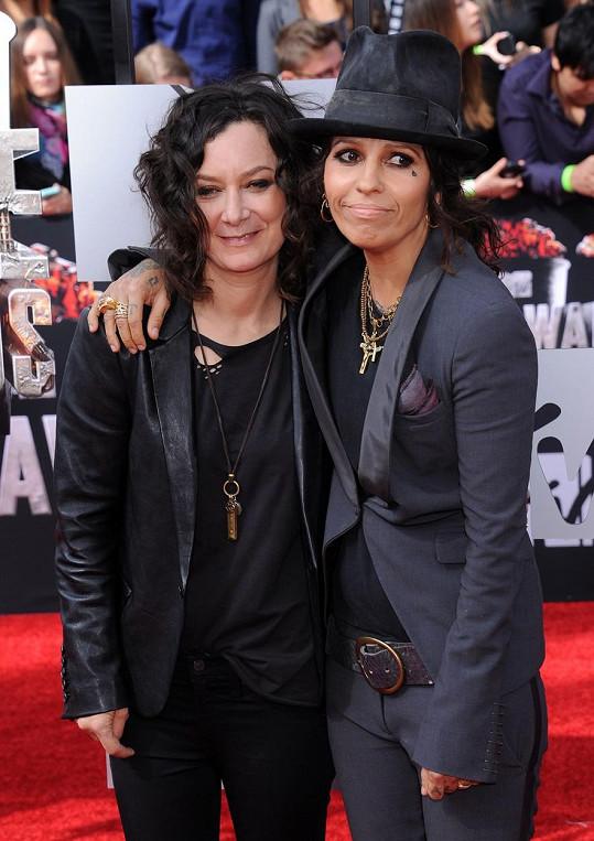 Sara Gilbert a Linda Perry mají chlapečka.