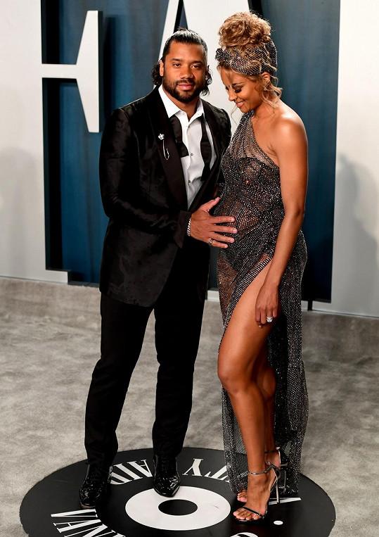 Ciara se s manželem těší na další miminko.