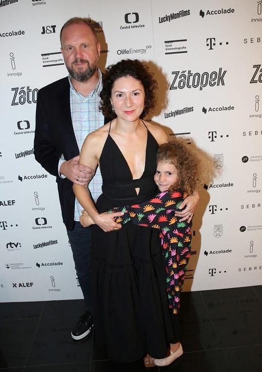Martha Issová s manželem a jejich starší dcerou Františkou