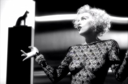 Královna popu ve videoklipu k písni Vogue.