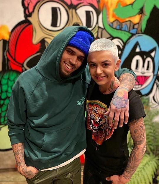Její umění už ocenily i zahraniční hvězdy, například Chris Brown.