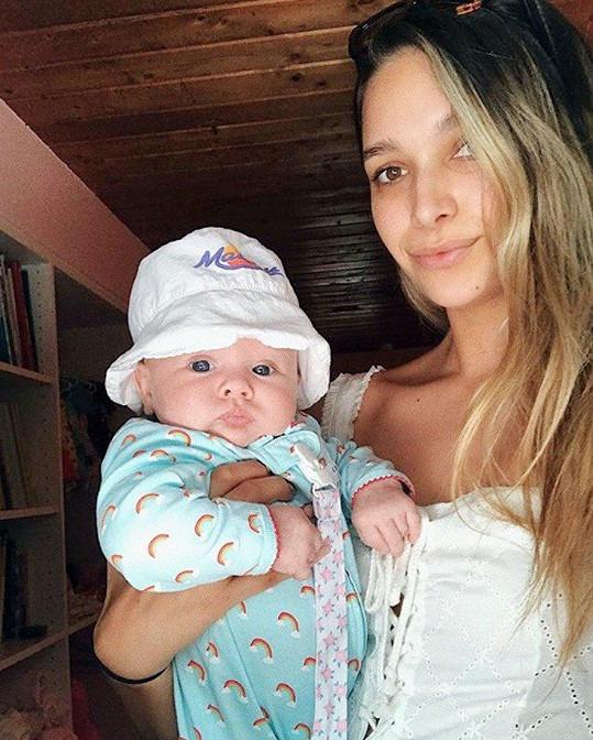 April s první dcerou Miou