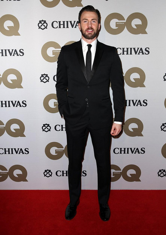 Chris Evans přišel sám.