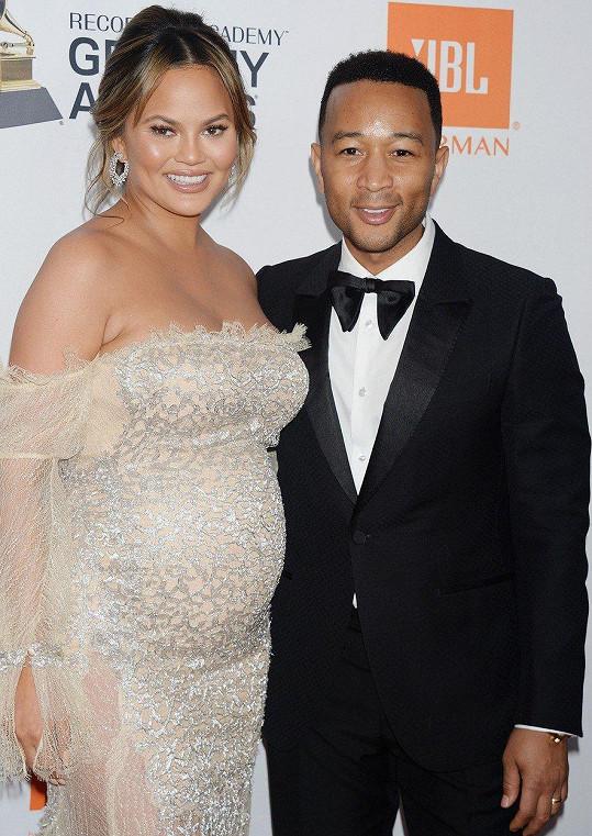 Manželé Chrissy Teigen a John Legend mají dvě děti, Lunu a Milese, a pro sebe jen samá slova chvály.