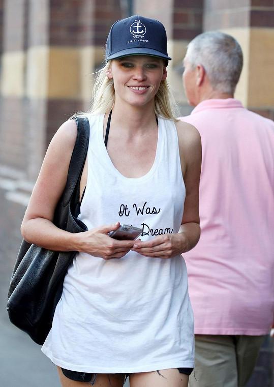 Lara na nákupech v Sydney