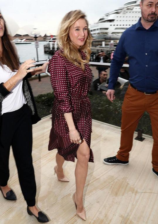 Renée odjela propagovat svou novinku do Sydney.
