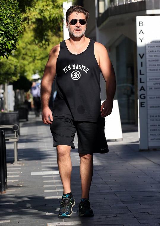 Russell Crowe shodil téměř čtvrt metráku.