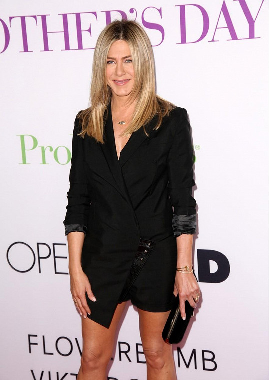 Jennifer Aniston na premiéře filmu Svátek matek