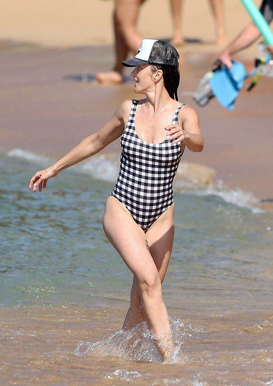 Minka Kelly žije v Los Angeles, tamní pláže ale vyměnila za větší exotiku...