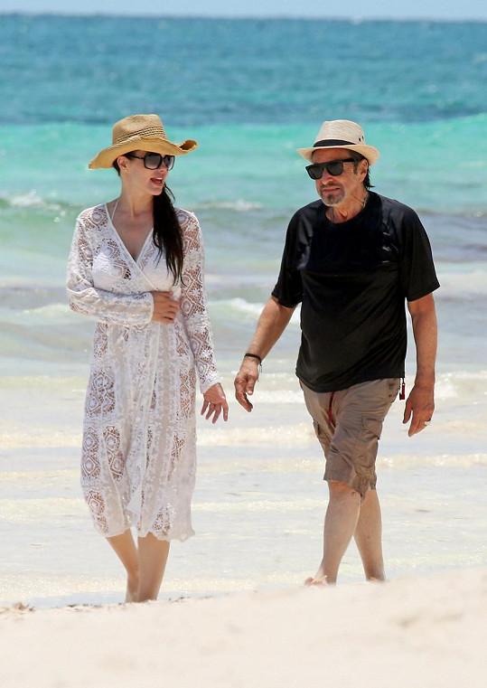 Al Pacino a Lucila Sole tráví dovolenou v Mexiku.