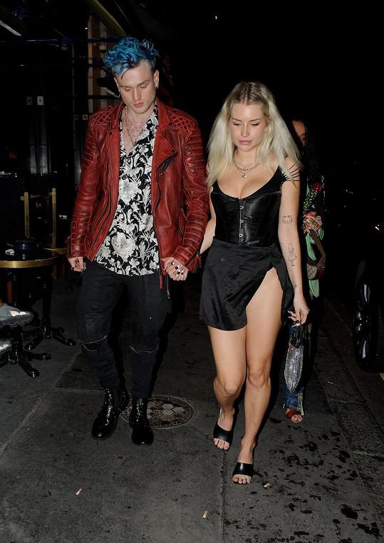 Lottie Moss začala randit s muzikantem Tristanem Evansem ze skupiny The Vamps.