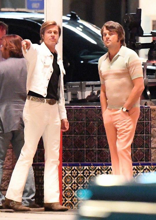 V novém bijáku hraje s Leonardem DiCapriem (vpravo).