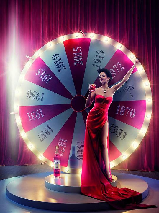 Eva Green ozdobila titulní stranu kalendáře Campari.