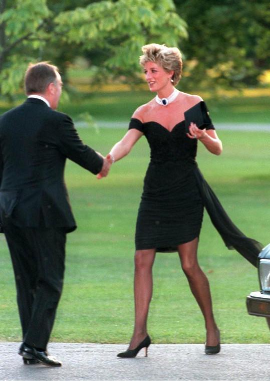 """Šaty si vysloužily přezdívku """"revenge dress""""."""