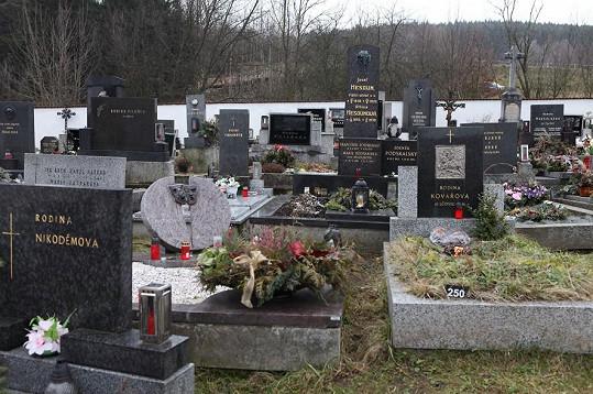 Hrob Zdeňka Podskalského je velmi nenápadný.