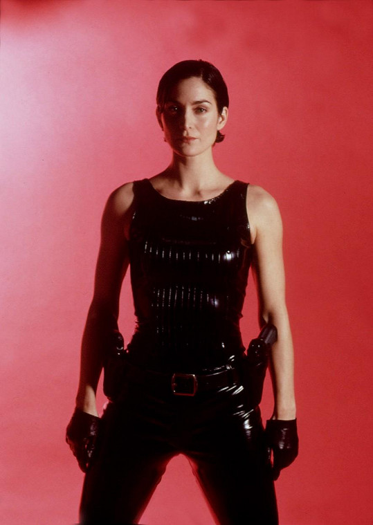Carrie-Anne jako Trinity v Matrixu