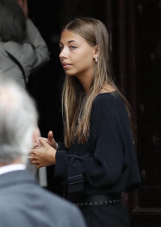 Stella Eva Angelina Belmondo na pohřbu otce.