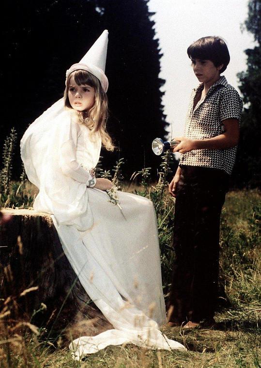 Dana Vávrová a Jiří Procházka ve filmu Ať žijí duchové! (1977)